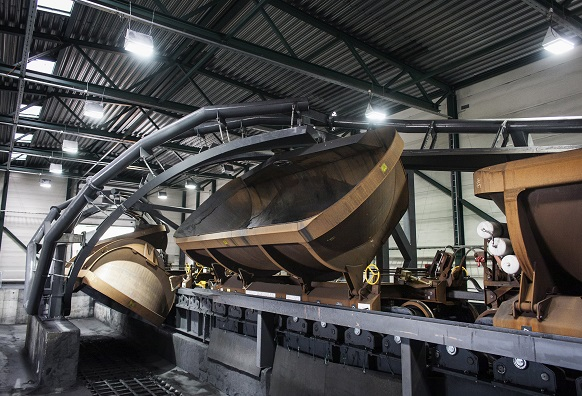 Kiruna Wagons innovativa Helix Dumper-system är utvecklat för rullande lossning av finkorning bulkmaterial och hanterar även klibbiga material effektivt.