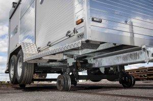 Nybergs Mekaniska Verkstad har tillverkat släp för LKAB. Släpet är tillverkat för att kunna användas på tågspår.