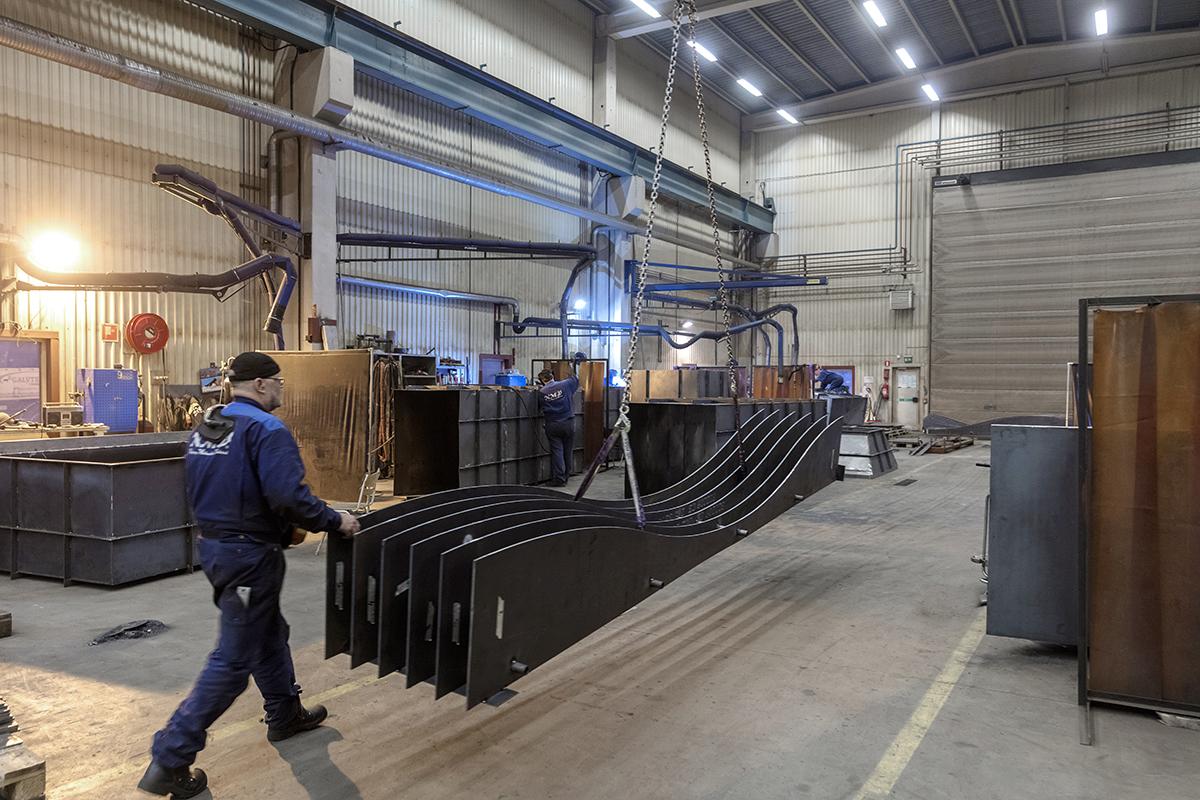 NMV Piteå har stor kompetens inom skärande bearbetning med många olika maskintyper. I detta projekt användes en CNC-styrd gasskärmaskin.